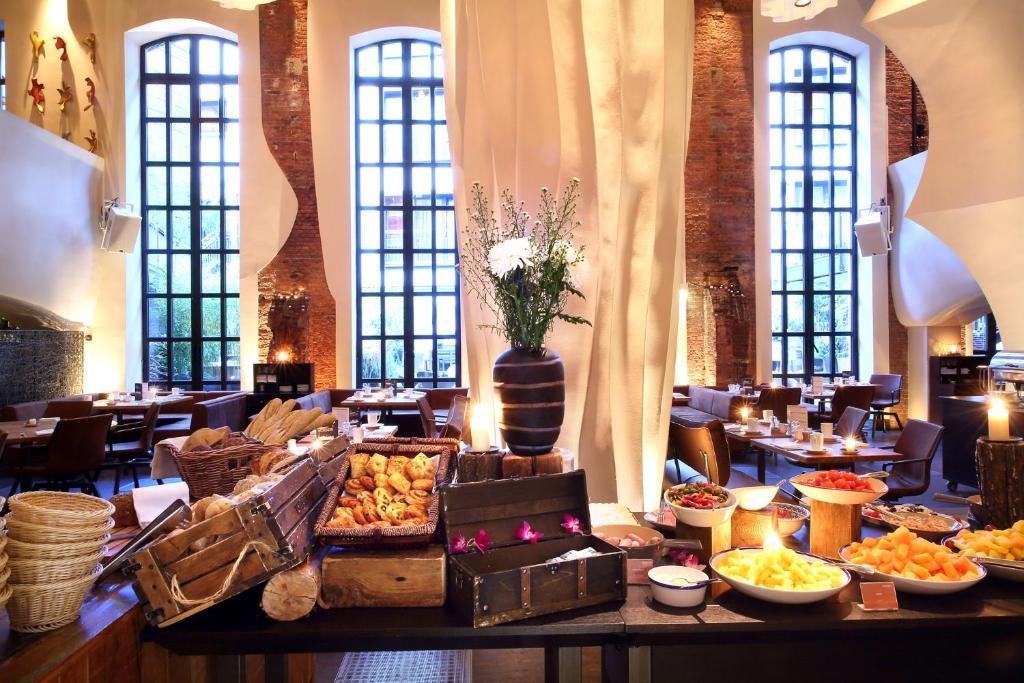 East Hotel Hamburg Room Service