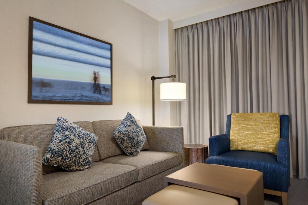 embassy suites monterey bay seaside seaside. Black Bedroom Furniture Sets. Home Design Ideas