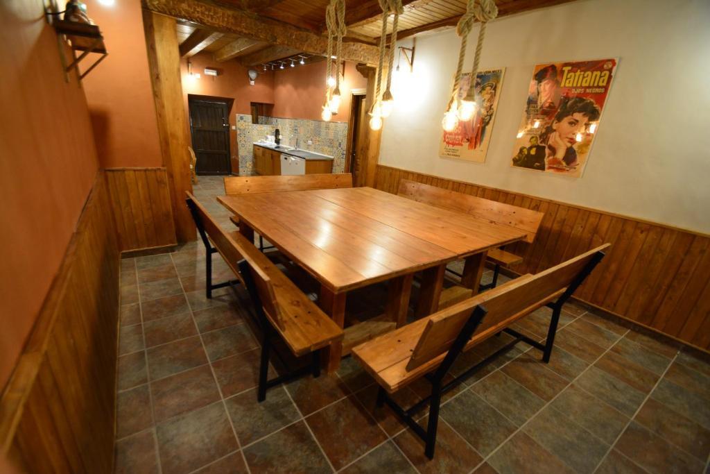 Casa Rural La Plaza (España Valoria la Buena) - Booking.com