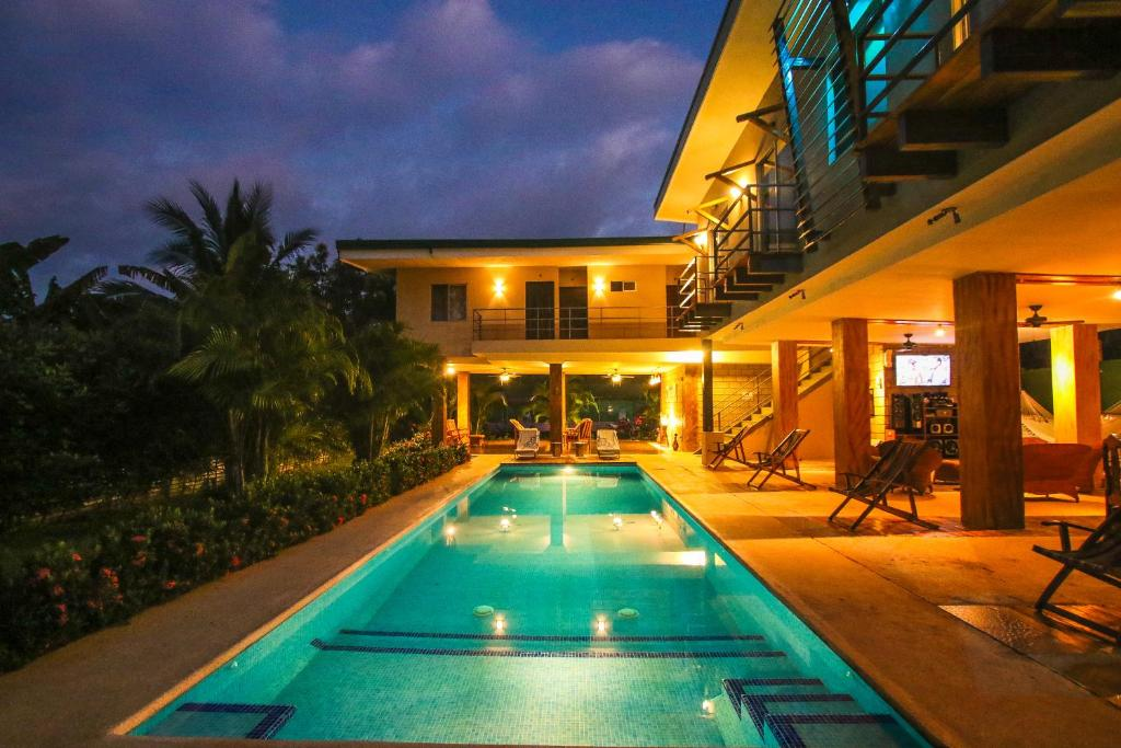 Fitos house r servation gratuite sur viamichelin for Casa moderna miami website