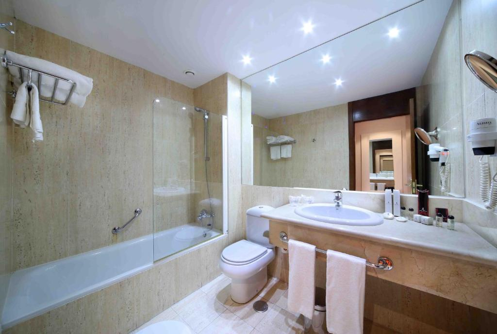 Amura alcobendas alcobendas reserva tu hotel con for Piscinas cubiertas alcobendas