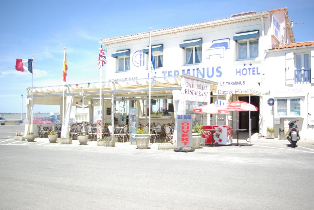 Hotel le terminus bourcefranc le chapus for Hotel disponible