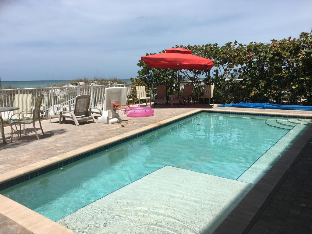 joyce 39 s beachfront suite 2 largo book your hotel with. Black Bedroom Furniture Sets. Home Design Ideas