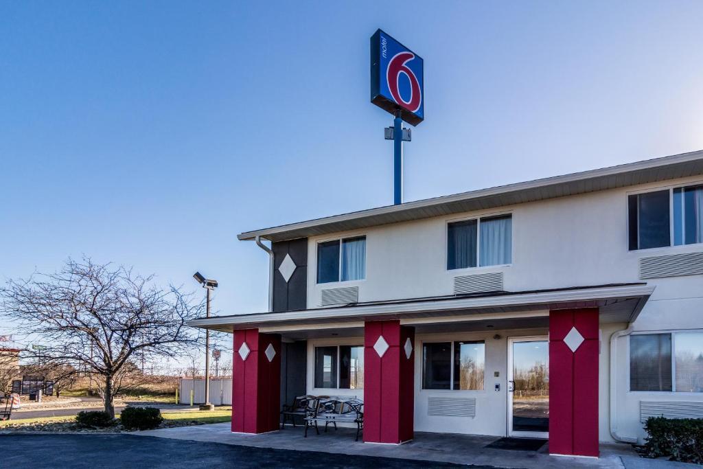 Motel  Grove City Pa