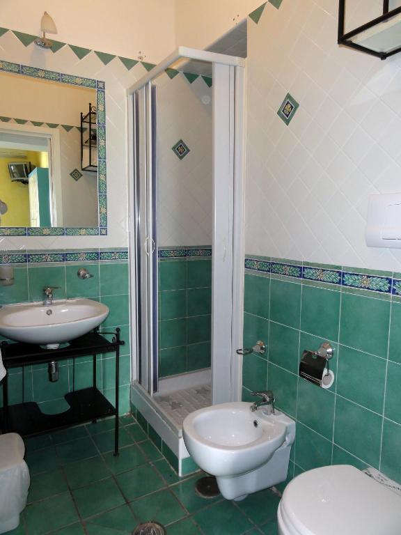 Dimora carlo iii vietri sul mare prenotazione on line - Ceramiche di vietri bagno ...