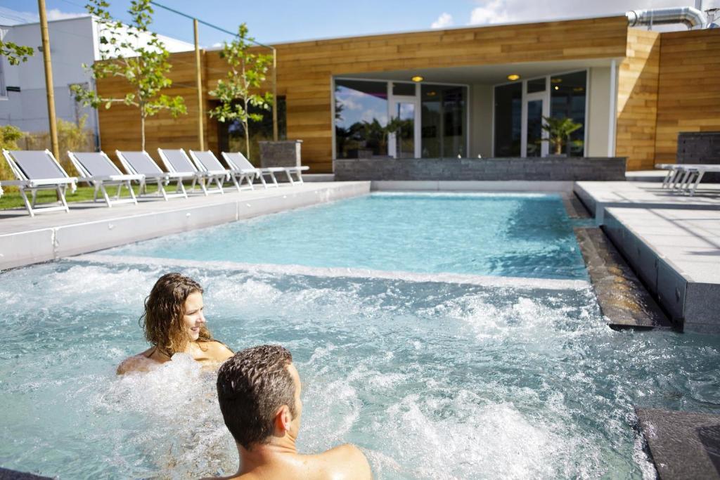 Sunparks oostduinkerke plopsaland locations de vacances for Piscine koksijde