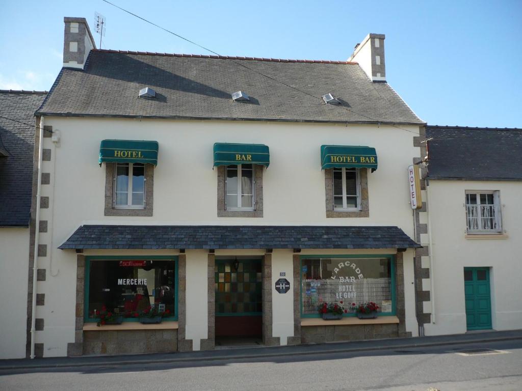 Hotel le goff lanhouarneau for Apart hotel bretagne