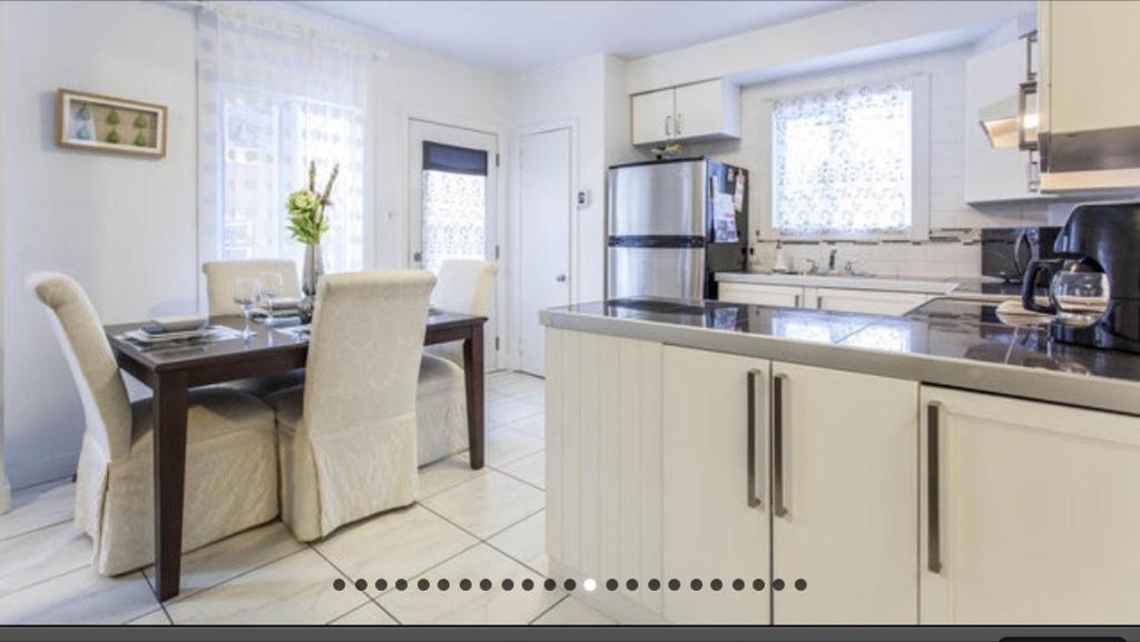 Una cocina o kitchenette en Apartment Condotel Montreal
