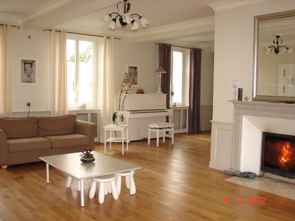 table et chambres d 39 h tes le colombier r servation gratuite sur viamichelin. Black Bedroom Furniture Sets. Home Design Ideas
