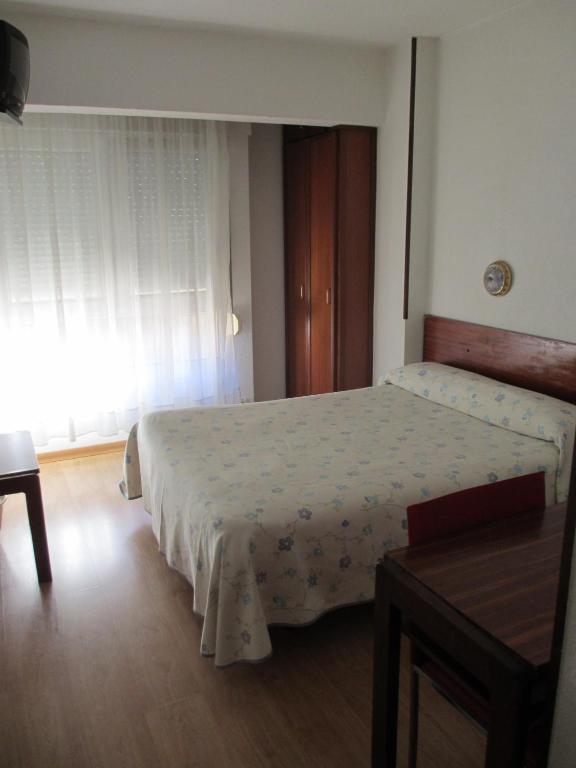 Hostal liebana santander reserva tu hotel con viamichelin for Habitaciones familiares santander