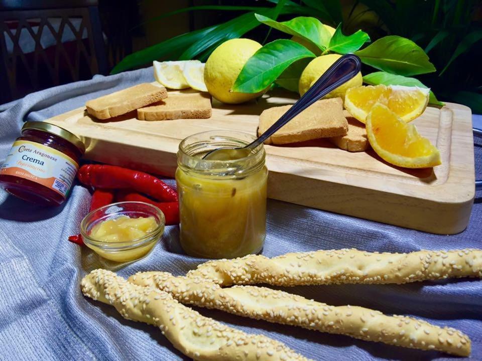 Agriturismo biologico corte aragonese patern book for Aragonese cuisine