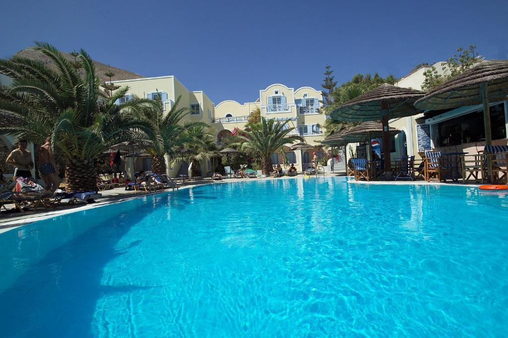 المسبح في Zephyros Hotel أو بالجوار