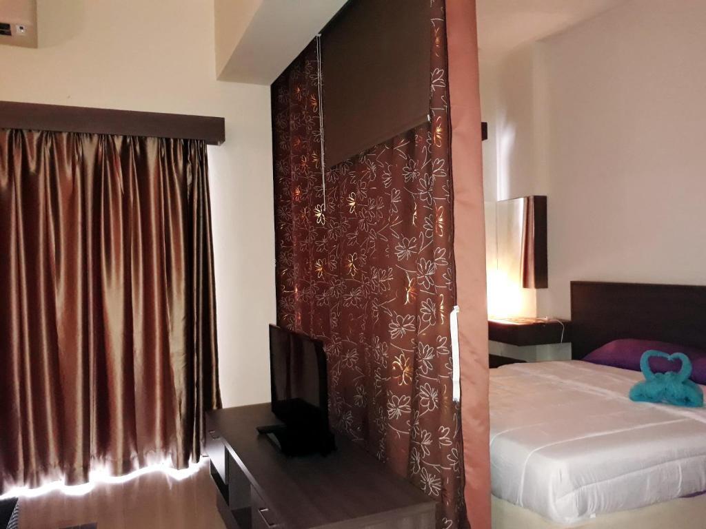 Junika bayou lagoon studio bukit katil online booking for Balcony 52 melaka