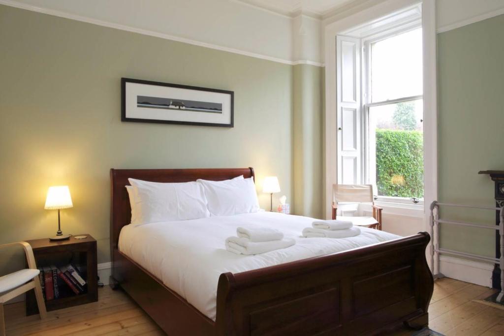 Spacious 2 Bedroom Stockbridge Family Home