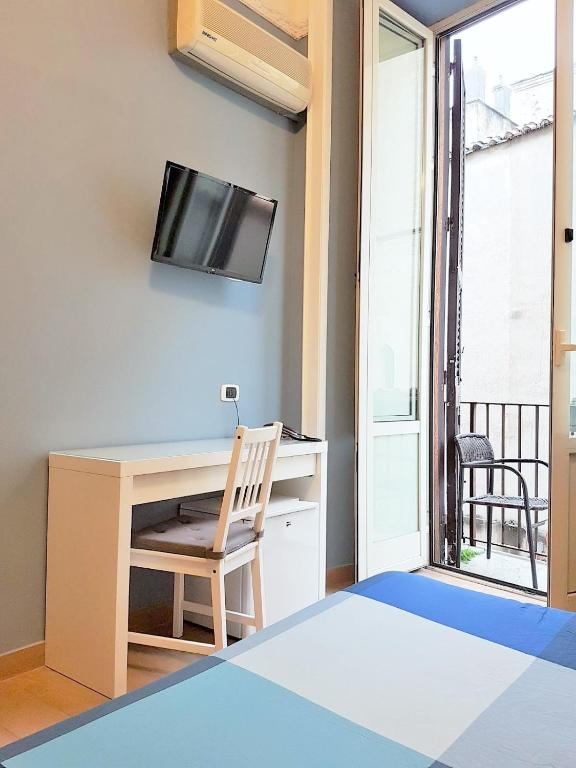 Hotel meubl santa chiara suite naples online booking for Hotel meuble santa chiara suite naples