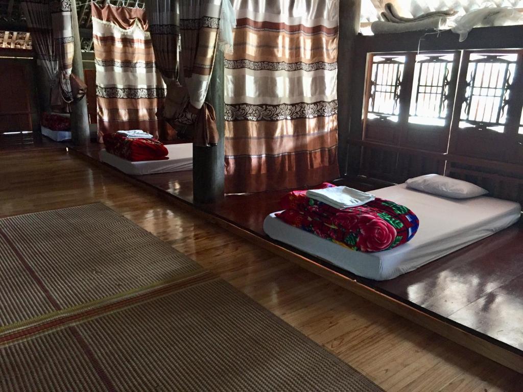 Giường đơn trong Phòng ngủ Tập thể dành cho cả Nam và Nữ có Phòng tắm Chung