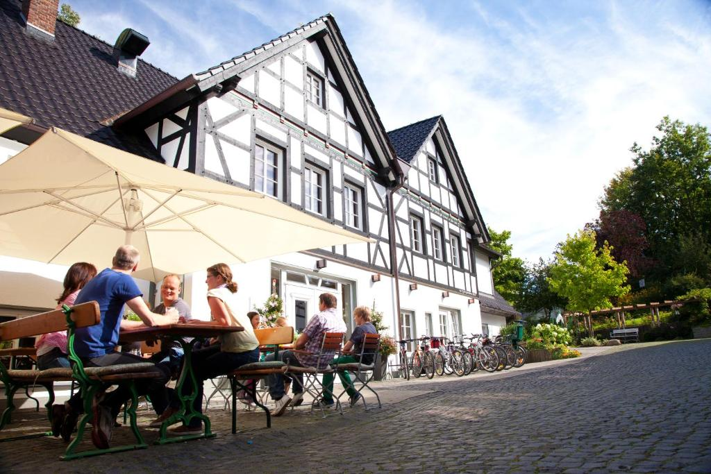 Erflinghausen - Eslohe route planner - distance, time and costs ...