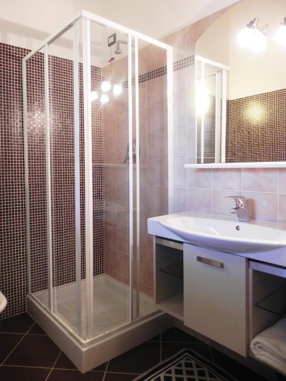 Residence acero rosso edolo reserva tu hotel con for Acero rosso milano