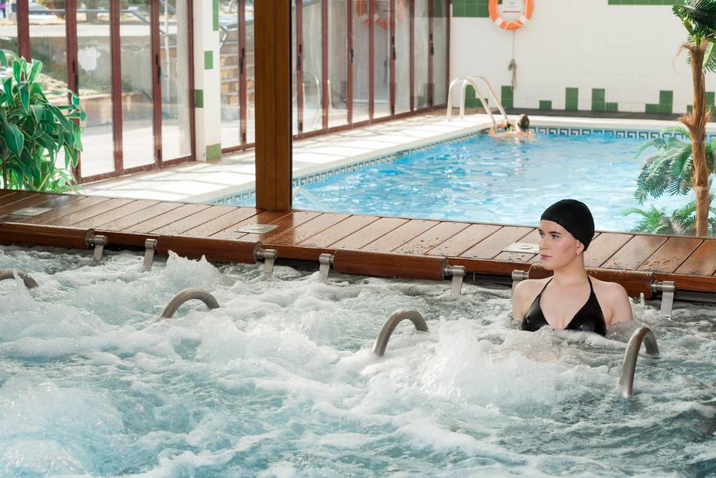 Sommos hotel benasque spa benasque online booking for Booking benasque
