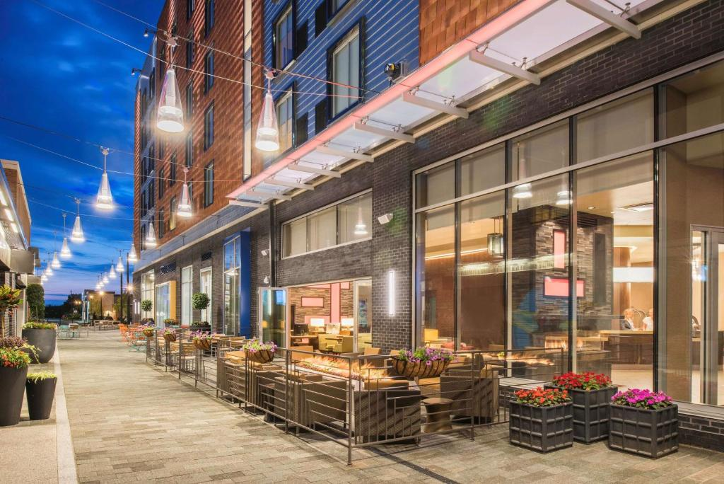 Restaurants At Crocker Park In Westlake