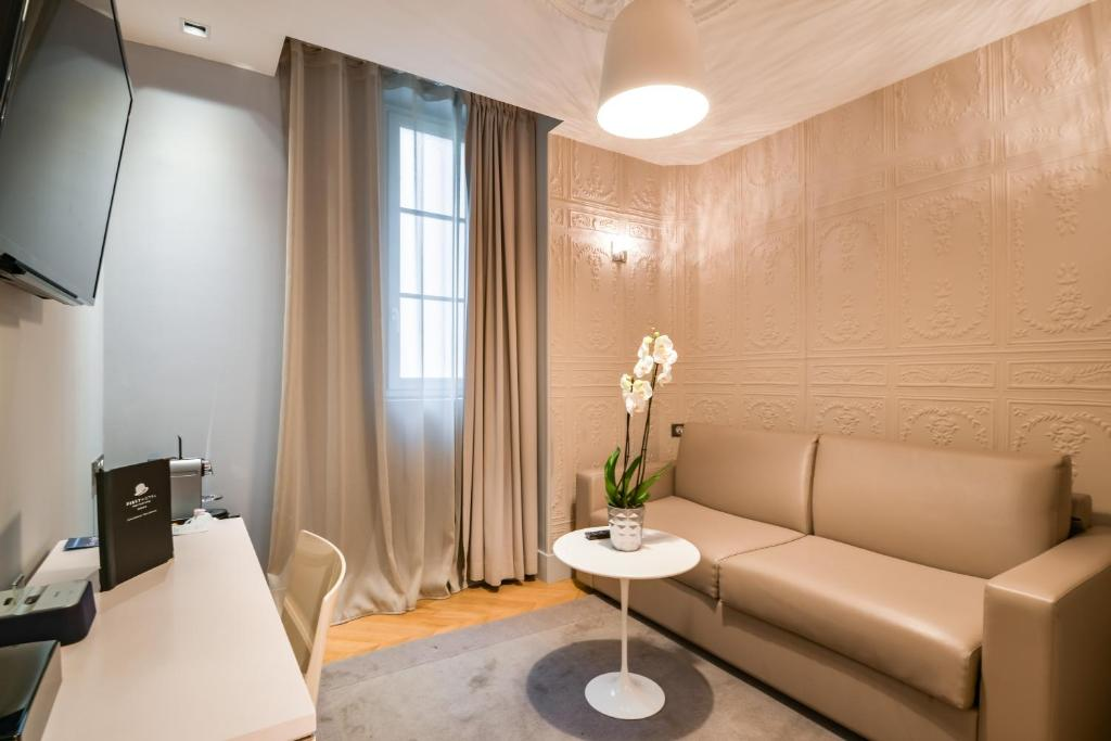 First hotel paris tour eiffel r servation gratuite sur for Hotel sans reservation paris