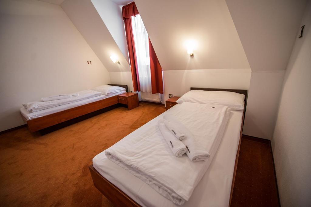 Garni hotel praha nov dubnica reserva tu hotel con for Habitaciones familiares italia