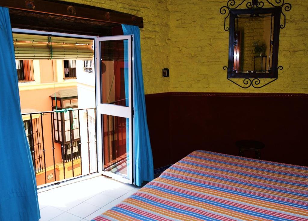 Cama ou camas em um quarto em Hostal-Pensión Vergara