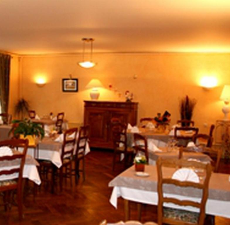 Hotel restaurant la maison blanche roman che thorins for Restaurant la maison blanche toulouse