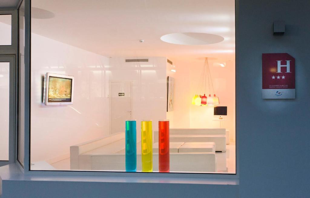 Color design hotel paris online booking viamichelin for Color design hotel paris