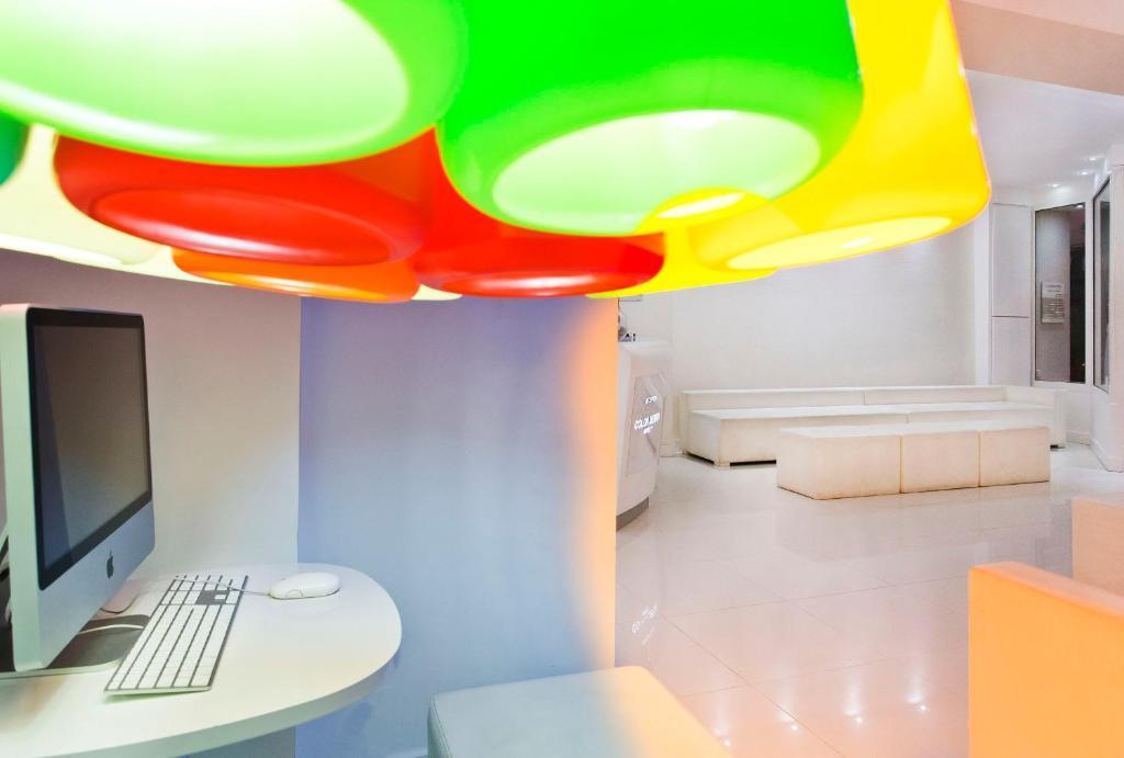 Color Design Hotel Par S Reserva Tu Hotel Con Viamichelin