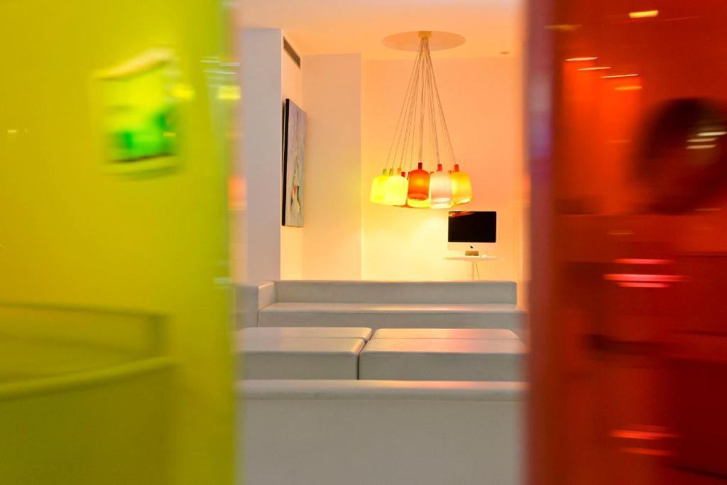 Color design hotel parigi prenotazione on line for Color design hotel