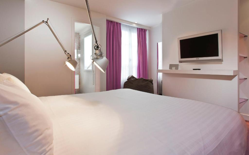 Color Design Hotel Paris Book Your Hotel With Viamichelin