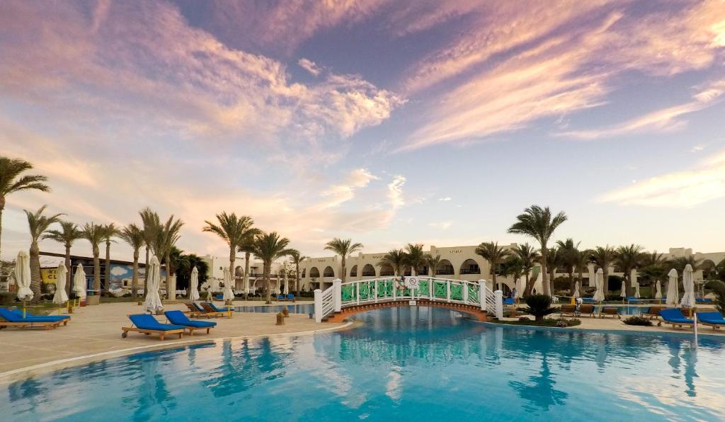 A piscina localizada em Hilton Marsa Alam Nubian Resort ou nos arredores