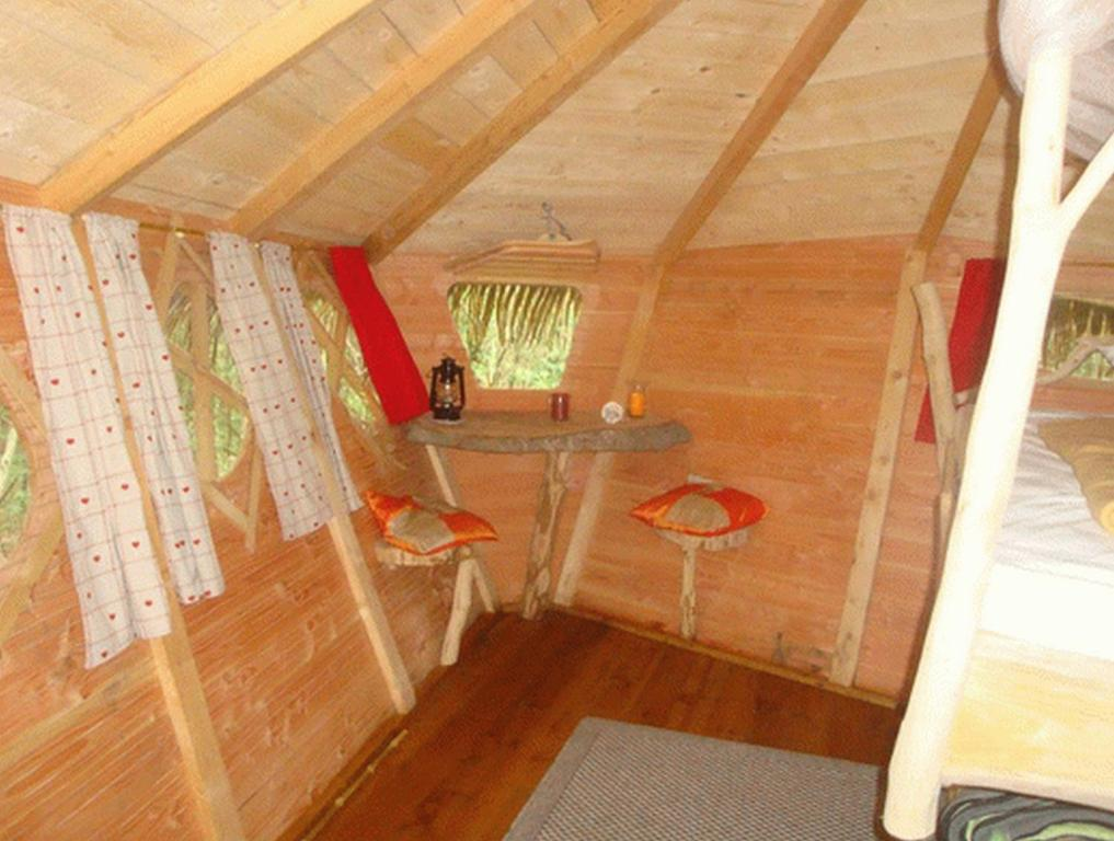 Chambres d 39 h tes roulotte cabane d 39 embranchard for Cabane dans la chambre