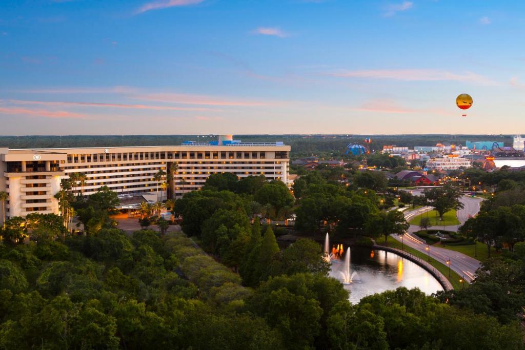 Una vista aérea de Hilton Orlando Lake Buena Vista - Disney Springs™ Area