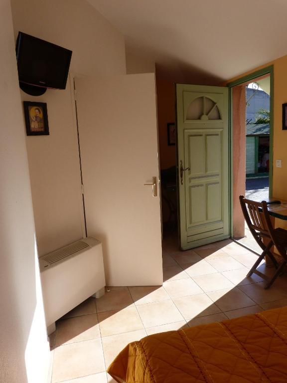 vert hotel avignon. Black Bedroom Furniture Sets. Home Design Ideas