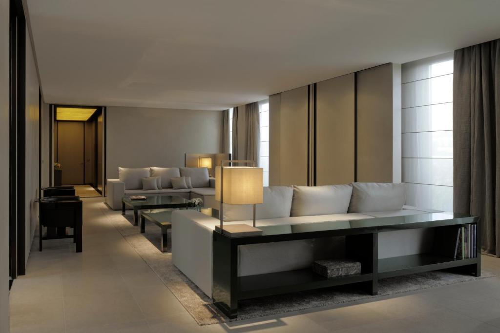 Armani hotel milano milan book your hotel with viamichelin for Armani arredo casa