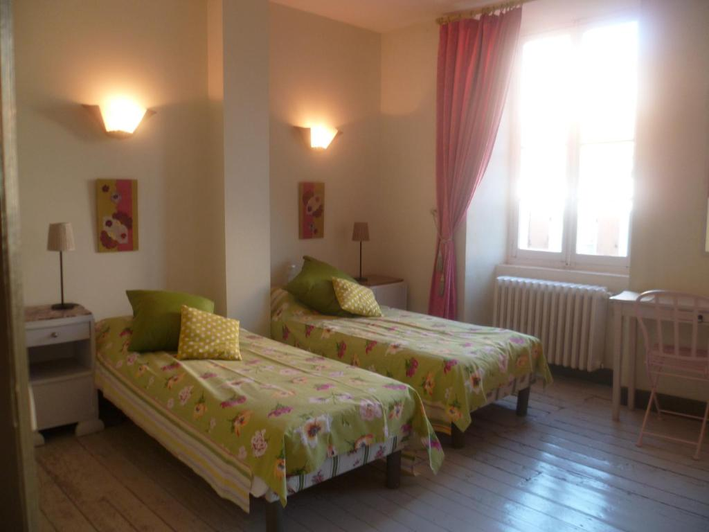 Bed breakfast les anges au plafond bed breakfasts montolieu - Bed plafond ...