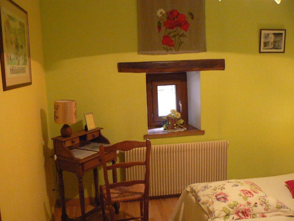 chambres et table d 39 h tes ferme les cigognes mirecourt book your hotel with viamichelin. Black Bedroom Furniture Sets. Home Design Ideas