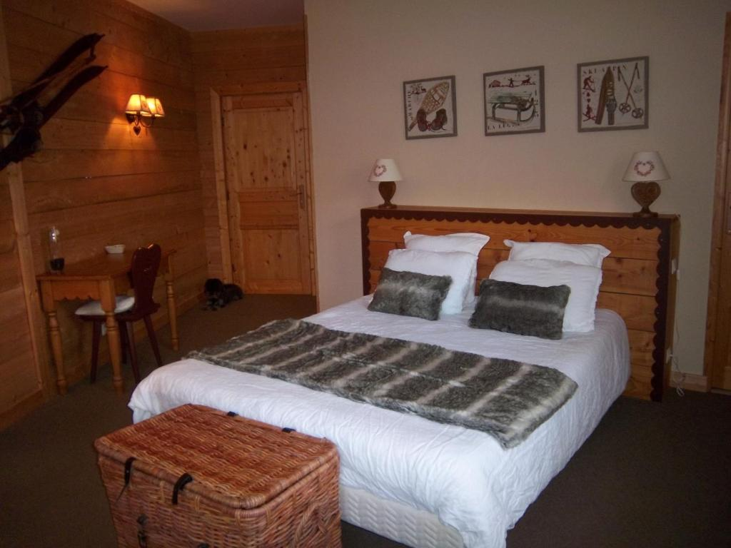 chambres d 39 h tes la villa toscana chambres d 39 h tes cogny. Black Bedroom Furniture Sets. Home Design Ideas