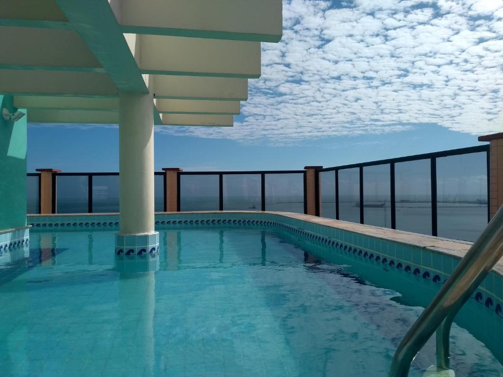 A piscina localizada em Hotel Brasil Tropical ou nos arredores