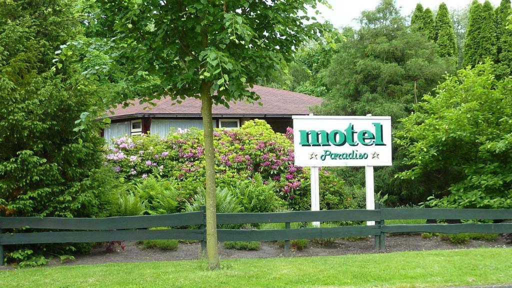 Motel paradiso bunde reserva tu hotel con viamichelin for Motel con piscina privada