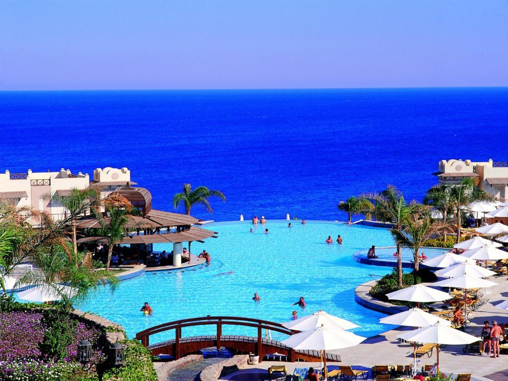 منظر المسبح في كونكورد السلام شرم الشيخ او بالجوار