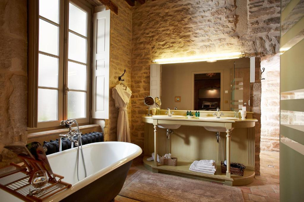 Chez Les Fatien Beaune Book Your Hotel With Viamichelin