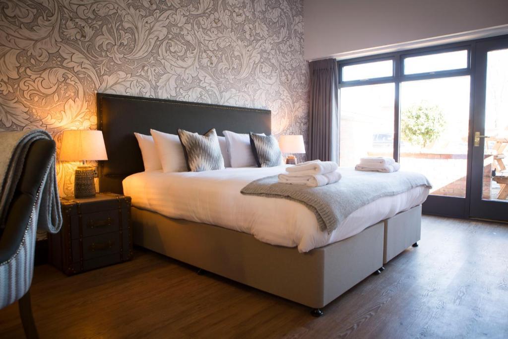 מיטה או מיטות בחדר ב-Wynnstay Arms, Ruabon