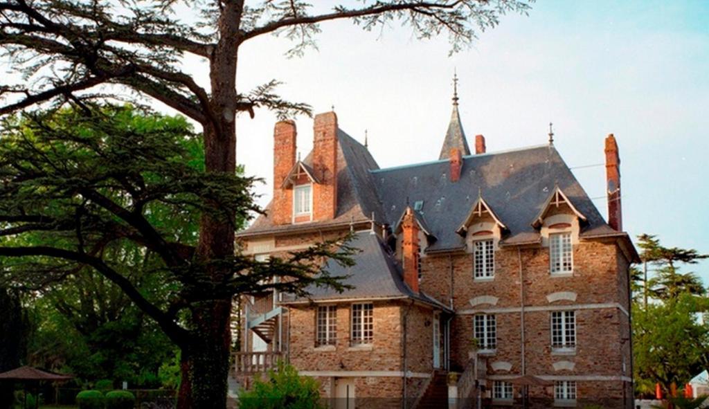 Hotel A Sainte Luce Sur Loire