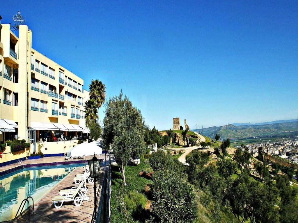 Les m rinides r servation gratuite sur viamichelin for Hotel fes piscine
