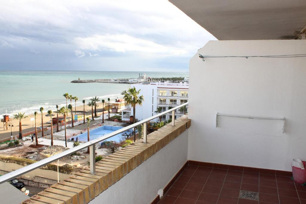 Apartamentos buensol torremolinos book your hotel with viamichelin - Apartamentos baratos torremolinos ...