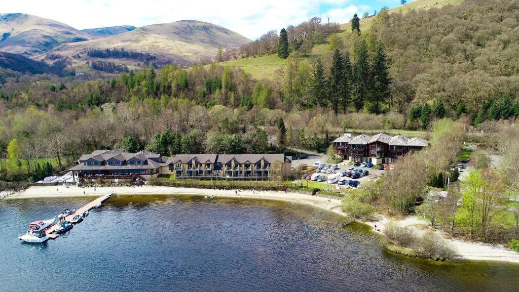 Una vista aérea de The Lodge On Loch Lomond Hotel