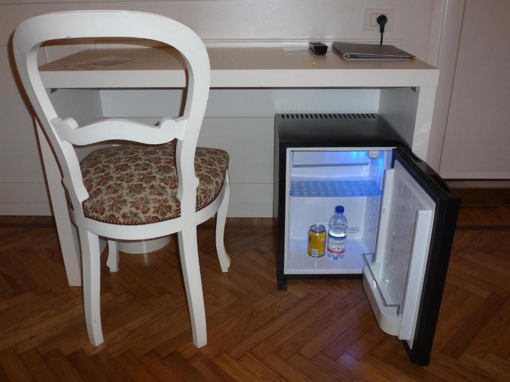 Affittacamere via mazzini stresa prenotazione on line for Hotel saini meuble stresa